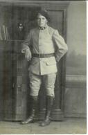 Carte Photo Allemande , Ww1 , Soldat 5° En Uniforme Baïonnette Au Ceinturon , Non Voyagée - Guerre 1914-18
