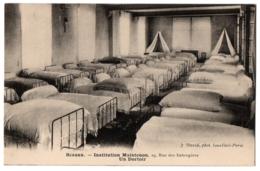 CPA 92 - SCEAUX (Hauts De Seine). Institution Maintenon. Un Dortoir - Sceaux