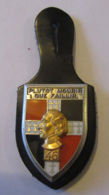 France - Insigne Militaire Du 46 Eme Régiment D'Infanterie Avec Attache En Cuir - J. Balme Saumur - TBE - Armée De Terre