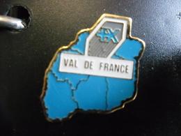 PIN'S BANQUE POPULAIRE Du VAL De FRANCE - Loiret, Indre, Loir Et Cher, Indre Et Loire, Cher, Vienne @ 21 Mm X 20 Mm - Banks