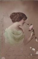 CARTE FANTAISIE .CPA COLORISATION FINE.  PORTRAIT DE JEUNE FEMME ANNEE 1916. - Femmes