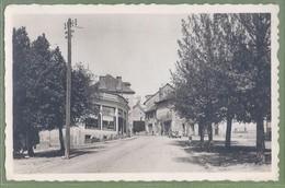 CPSM - CORREZE - CHAMBERET - LA PLACE ET ROUTE DE LIMOGES - Commerce, Automobile - édition Théojac - France