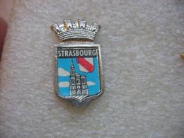 Pin's Armoirie De La Ville De STRASBOURG - Villes