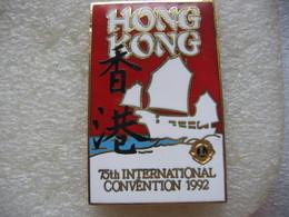 Pin's à 2 Attaches De La 75eme Convention Internationale De HONG KONG De L'association Des Lion's Club - Associations