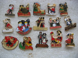 15 Pin's Sur La Danse, Folklore, Orchestre Et Costumes D'Alsace - Villes
