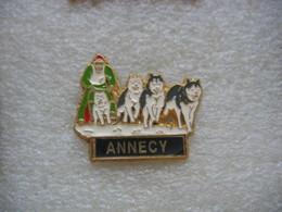 Pin's Courses De Chiens Husky à Annecy - Animali