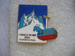 Pin's Du Téléphérique De L'aiguille Du Pic Du Midi Situé à 3842 Metres D'altitude. Chamonix (Mt Blanc) - Villes