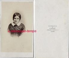 CDV Première époque-portrait De Femme-photographie De Cazot Place Des Terreaux à Lyon - Photographs