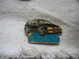 Pin's Du Garage SOVRA SA, Concessionnaire Wolkwagen. Golf De Couleur Noire - Volkswagen