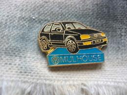 Pin's Du Concessionnaire Wolkwagen à Mulhouse. Golf De Couleur Noire - Volkswagen