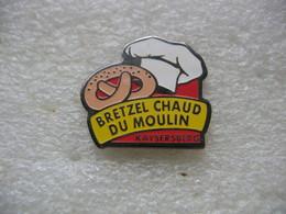 Pin's Des Bretzels Chauds Du Moulin à KAYSERSBERG (Dépt 68) - Food