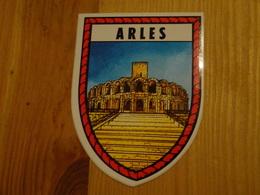 Blason écusson Adhésif Autocollant Arles (Bouches Du Rhône) - Obj. 'Souvenir De'
