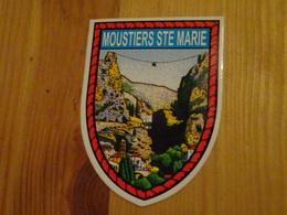 Blason écusson Adhésif Autocollant Moustiers Sainte Marie, Site Paysage (Alpes De Haute Provence) - Obj. 'Souvenir De'