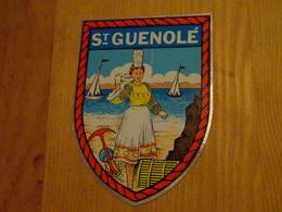 Blason écusson Adhésif Autocollant Saint Guénolé Costume Breton, Plage Bateaux - Obj. 'Souvenir De'