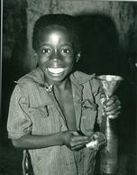 Photo Zaïre Kinshasa. Petits Commerces. Jeune Vendeur De Pétrole La Nuit 1988 Photo-service PP. Blancs - Africa
