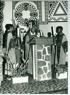 Photo Zaïre Kinshasa. Messe En Rite Zaïrois En Paroisse 1988 Photo-service PP. Blancs - Africa