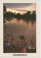 00754 - CAMBODGE - BAIN DU SOIR, MONGKOL BOREI - Cambodia