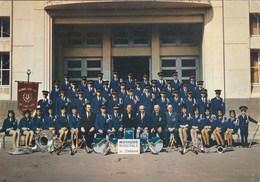 Chenove - Musique Municipale - Clique Fanfare Orchestre Musiciens Instruments Uniforme Cuivres Lyre Bannière - Chenove