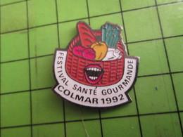 918a Pin's Pins /  Rare & De Belle Qualité : THEME ALIMENTATION / COLMAR 1992 PANIER DE VICTUAILLES FESTIVAL SANTE GOURM - Autres