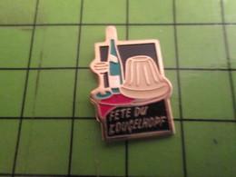 1012c Pin's Pins /  Rare & De Belle Qualité : THEME ALIMENTATION / FETE DU KOUGELHOPF ALSACE VIN BLANC - Food