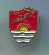 FOOTBALL / SOCCER / FUTBOL / CALCIO - KIRIBATI  FEDERATION ASSOCIATION, Pin, Badge, Abzeichen - Football