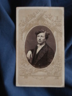 Photo CDV  Portrait Jeune Homme  Cheveux Frisés  CA 1875 - L413 - Anciennes (Av. 1900)
