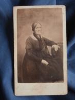 Photo CDV Truchelut à Besancon  Femme âgée Assise  Second Empire  CA 1865 - L413 - Anciennes (Av. 1900)
