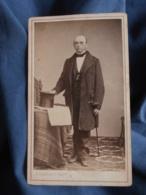 Photo CDV  Robardet à Besancon Homme élégant En Pied  Chauve  Haut De Forme, Canne  Second Empire  CA 1865 - L413 - Anciennes (Av. 1900)