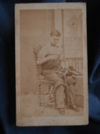 Photo CDV  Romanowski à Besancon  Cordonnier Au Travail  Sec. Empire  CA 1865 - L413 - Anciennes (Av. 1900)