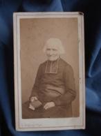 Photo CDV Fragney à Besancon  Curé, Abbé, Religieux Très âgé Assis  Second Empire  CA 1865 - L413 - Oud (voor 1900)