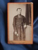 Photo CDV Romanowski à Besancon  Curé, Abbé, Religieux   CA 1870-75 - L413 - Anciennes (Av. 1900)