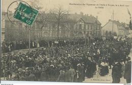 REF726-2018  MANIFESTATION DES VIGNERONS DE L AUBE A TROYES LE 9 AVRIL 1911 LE DEFILE - Troyes