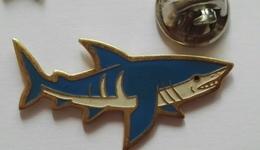 Pin's - Animaux Poisson Requin Dos Fraisse - Animals