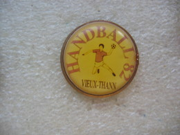Pin's Du Club De Handball De La Commune De Vieux-Thann (Dépt 68). Handball 82 - Handball