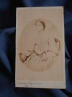 Photo CDV Barrès Rue De Richelieu Paris  Femme Assise  Second Empire CA 1865 - L403A - Photographs