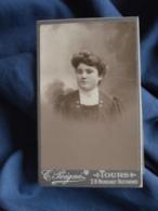 Photo CDV Peigné à Tours  Portrait Femme  Coiffure Originale  CA 1900 - L403B - Anciennes (Av. 1900)