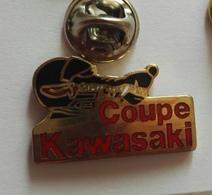 Pin's  Coupe Kawasaki Moto Animau Loup - Autres