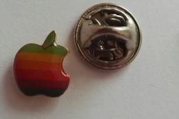 Pin's LOGO Pomme Apple Informatique - Autres