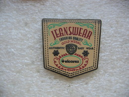 Pin's Velcorex, Jeanswear, Enduring Quality, Gold Medal, Authentic Basy Wear - Badges