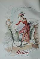 Publicité Lingerie, Bas Helios - Le Haut Du Pavé - Femme Sort D'une Voiture, Cocher - Relève Son Jupon, Rue, Caniveau - Publicités