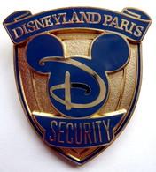 BIG Pin's BROCHE Insigne SECURITY DISNEY © 2012 DISNEY LAND PARIS - Disney