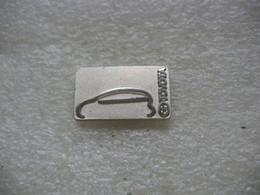 Pin's Silouhette D'une Automobile De La Marque TOYOTA - Toyota
