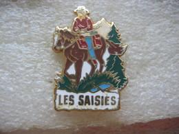 """Pin's Ballades à Cheval Dans La Station Des Sports D'hiver """"Les Saisies"""" (Dépt 73) - Winter Sports"""