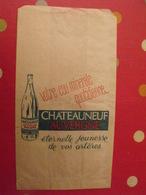 Sac En Papier Votre Eau Minérale Chateauneuf Auvergne Castel Rocher. Vers 1950-60. - Publicité