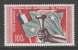 TIMBRE NEUF DU TOGO - ANNIVERSAIRE DE LA REPUBLIQUE AUTONOME : FLAMBEAU ET DRAPEAU N° Y&T PA 26 - Togo (1960-...)
