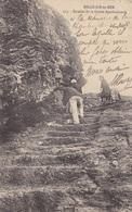56. BELLE ILE EN MER. CPA. ANIMATION. ESCALIER DE LA GROTTE APOTHICAIRERIE. ANNÉE 1912. - Belle Ile En Mer