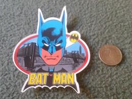 PEGATINA ADHESIVO RARE OLD STICKER TROQUELADA BATMAN SUPERHEROES COMICS COMIC BAT MAN HOMBRE MURCIÉLAGO VER FOTO/S Y DES - Pegatinas