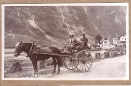 PHOTOS - NORVEGE - PHOTO PRISE A GUDVANGEN EN 1930 - ATTELAGE CHEVAL , COUPLE HOMME ET FEMME - Places