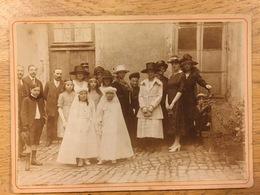 Belle Photographie De Communiantes En Famille Sur Carton - Anonymous Persons