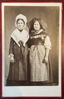 Photo Au Format Cabinet. L'Alsace Et La Lorraine. Costume Traditionnel. Patriotisme. Coiffe. - Photographs
